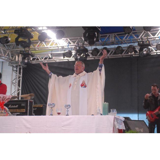 A missa da Doce Festa foi realizada nas dependências do pavilhão de eventos na parte da manhã do dia 17 de novembro de 2013. Ela foi celebrada pelo Padre Vilmar Berkembrock.